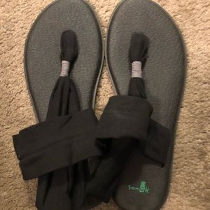 NWT Sanuk Size Ten Sandals